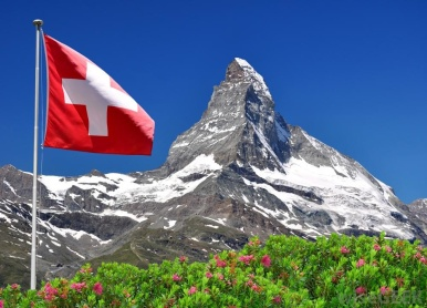 Swiss_flag_Flying